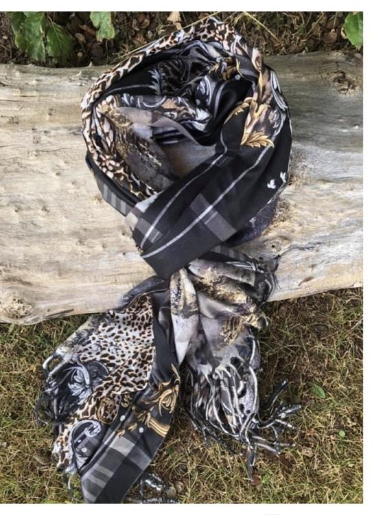 mönstrad skarfs