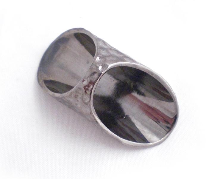 Stor ring i metall