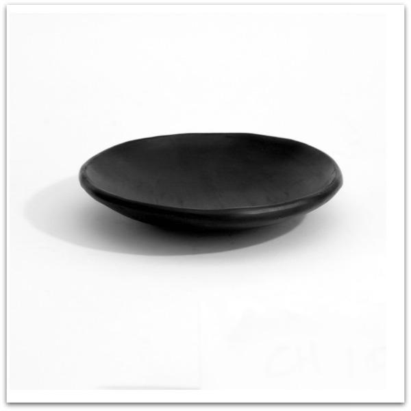 skål i svart lergods