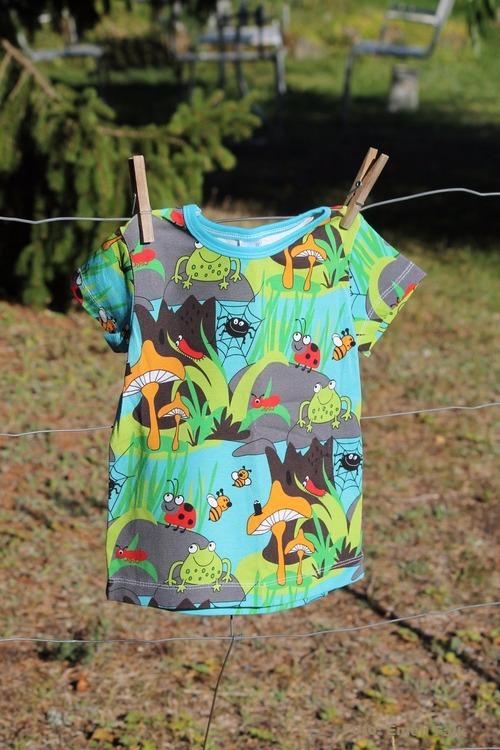 T-shirt, skog