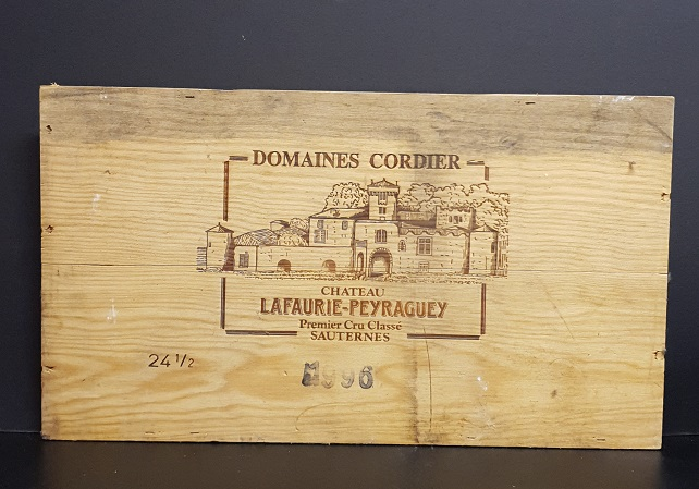 Träskylt från gammal trälåda  Domaines cordier Lafaurie Peyraguey Sauternes 1996