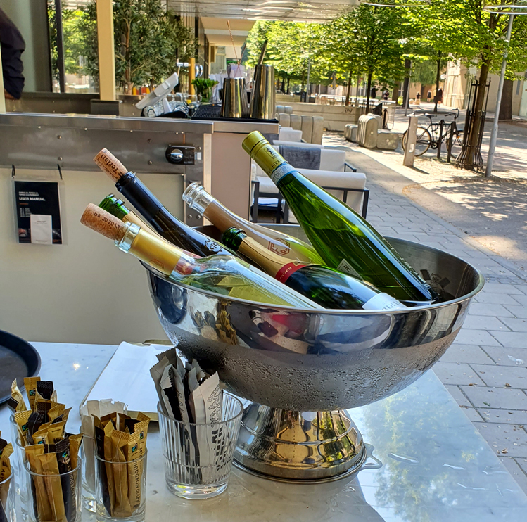 Champagnekylare på fot för 4 flaskor