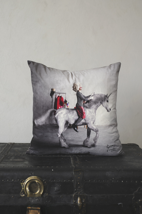Elo the Unicorn, kuddfodral i sammet  47x47 cm