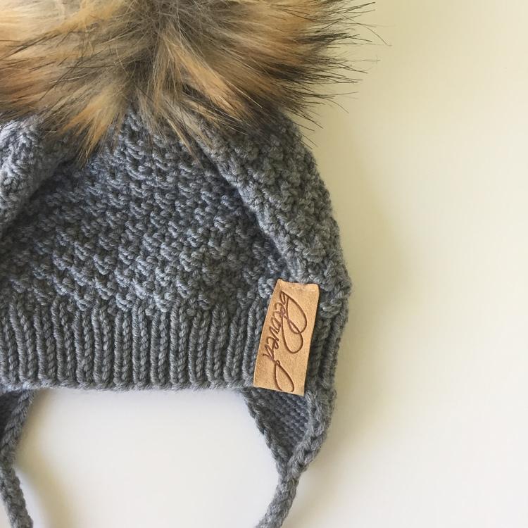 Handknitted drawstring merino wool pompom hat,grey