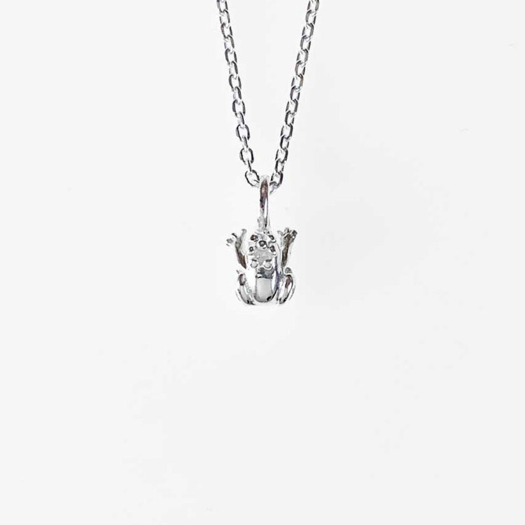 NECKLACE CUTE FROG WITH CROWN