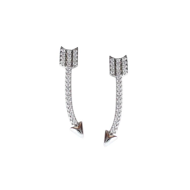 Örhängen [ARROW] med gnistrande cz-stenar i rhodinerat 925 silver