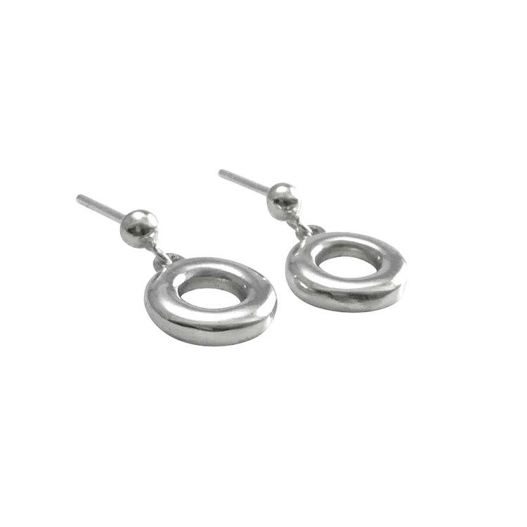 Snygga örhängen Dana i silver från Catwalk Jewellery