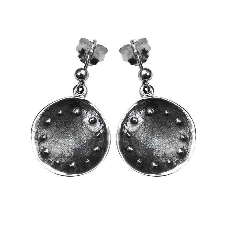 snygga örhängen i oxiderat silver ZOEY från Catwalk Jewellery