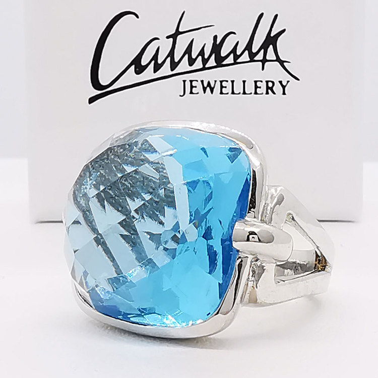 snygg ring AQUA från Catwalk Jewellery