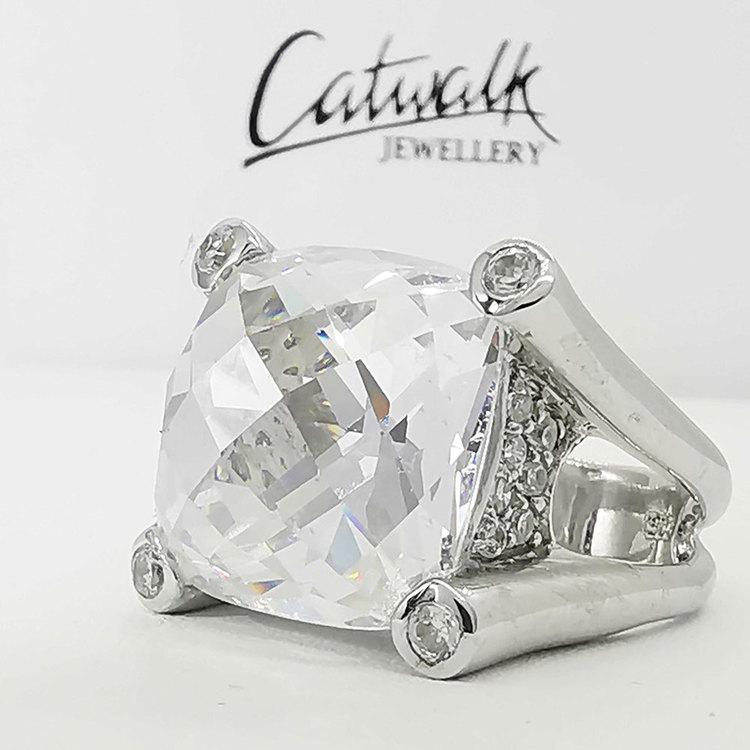 Ring med vit cz-sten i 925 silver