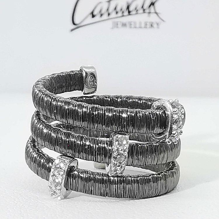 snygg ring i svart silver Aurora från Catwalk Jewellery