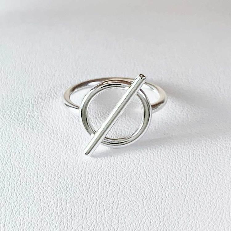 snygg ring i sterlingsilver Alessa från Catwalk Jewellery