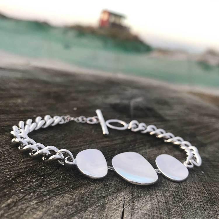 coolt armband PLATES i rhodinerat silver från Catwalk Jewellery