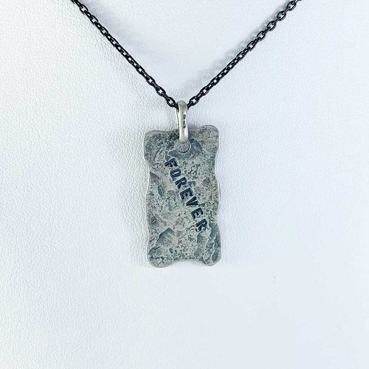 Hänge platta [FOREVER] i oxiderat 925 silver