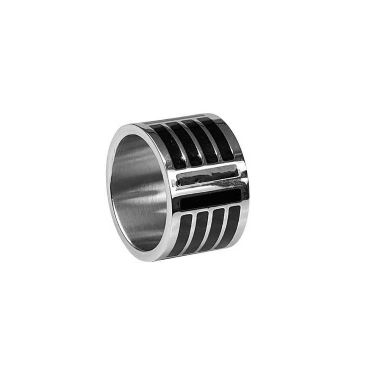 Ring i steel med svarta detaljer