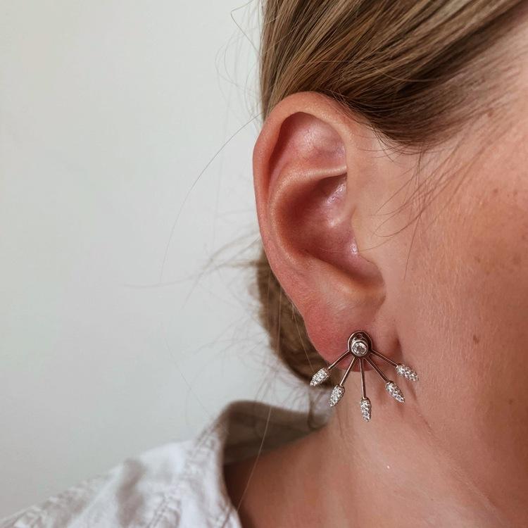 trendiga silverörhängen med cz stenar sparkling lines i rhodinerat silver från Catwalk Jewellery