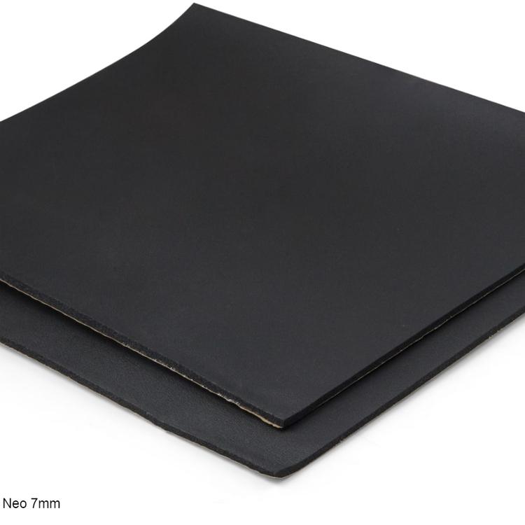 Självhäftande ljudisolering och ljudabsorbent till kontor och hem. SilentSwede Neo 7mm. Ljuddämpar, ljudisolerar och ljudabsorberar kontor och hem.