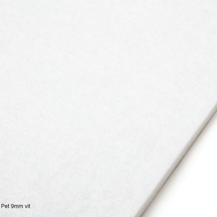 Självhäftande ljudisolering och ljudabsorbent till båt. SilentSwede Pet vit, 9mm tjock. Miljövänlig och giftfri ljuddämpning till båtens ruff.