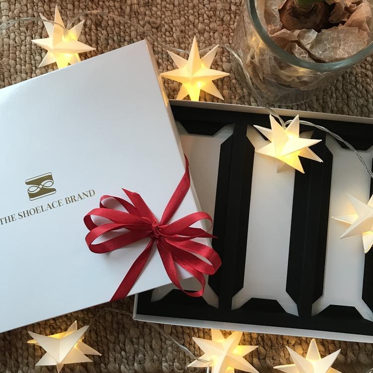 Gör din egen presentförpackning - 3 skosnören