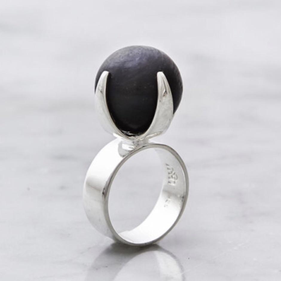 Stor silverring med svart matt onyx. Big silver ring with black mat onyx
