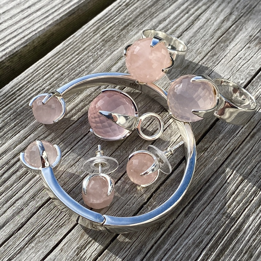 Smyckes-set med rosenkvarts. Jewellery set with rose quartz