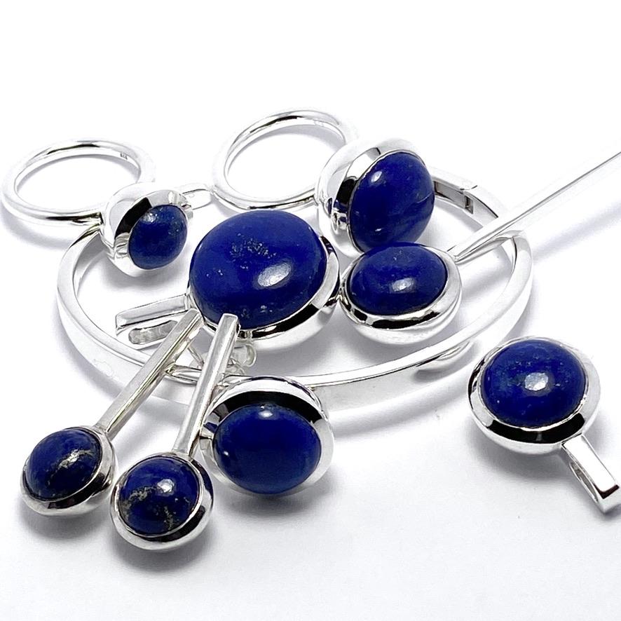 Smyckes-set med lapis lazuli. Jewellery set with lapis lazuli.