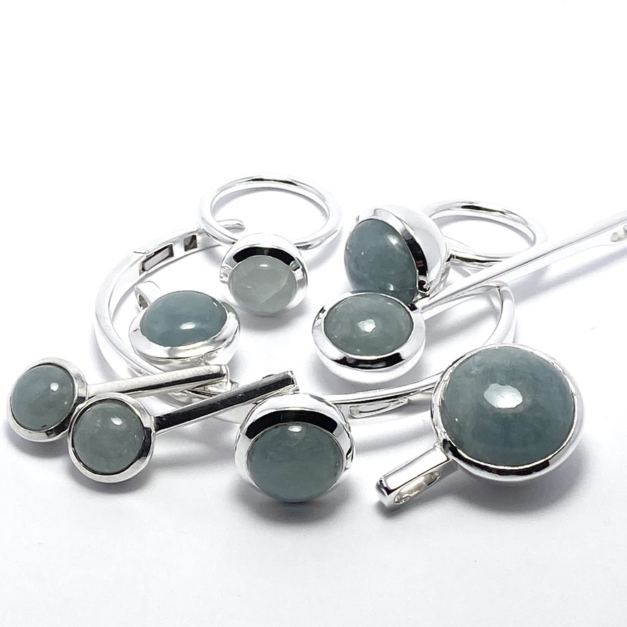 Smyckes-set med akvamarin. Jewellery set with aquamarine.