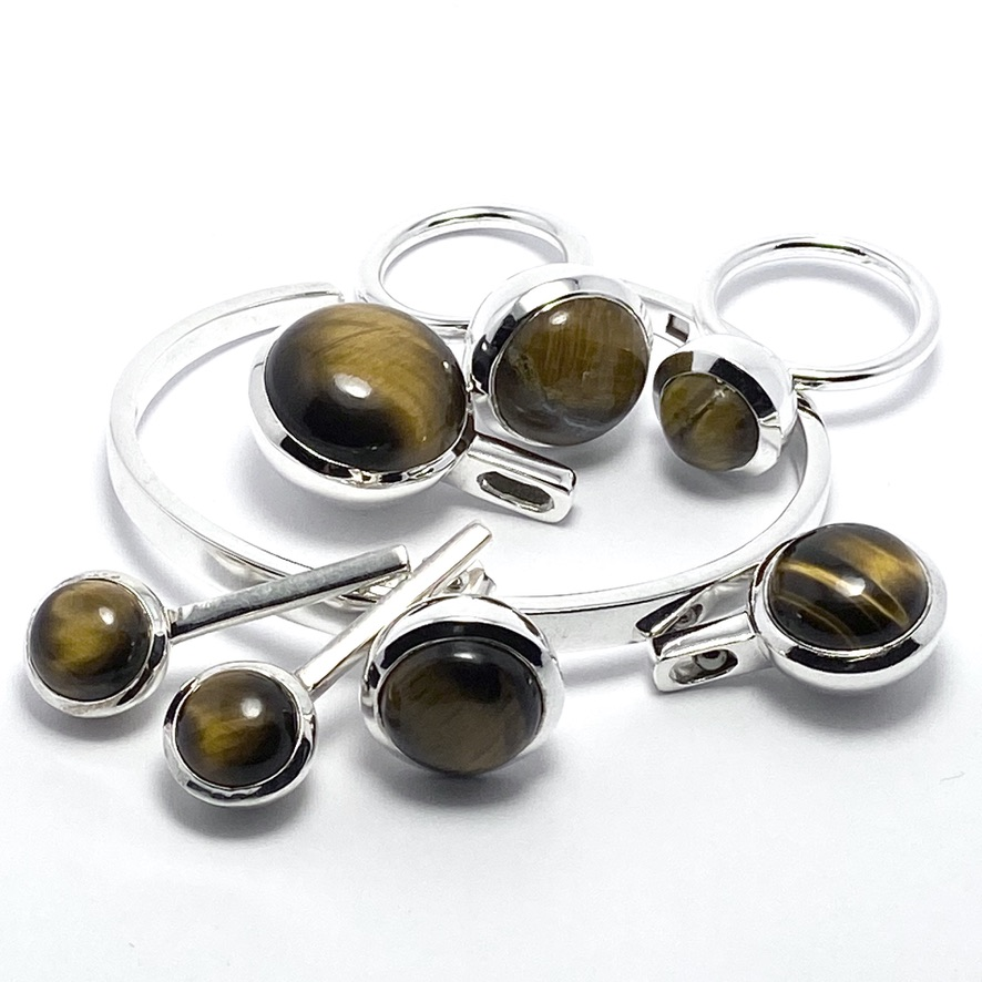 Smyckes-set med tigeröga. Jewellery set with tiger eye.