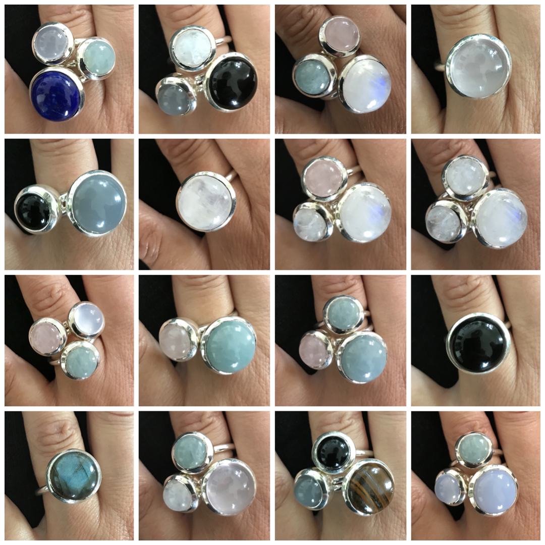 Ringar med akvamarin, rosenkvarts, kalcedon, tigeröga, grå månsten. regnbågsmånsten. lapis lazuli, labradorit, onyx. Rings with Aquamarin, rose quartz, chalcedony, tiger eye, grey moonstone, rainbow moonstone, lapis lazuli, labradorite, onyx