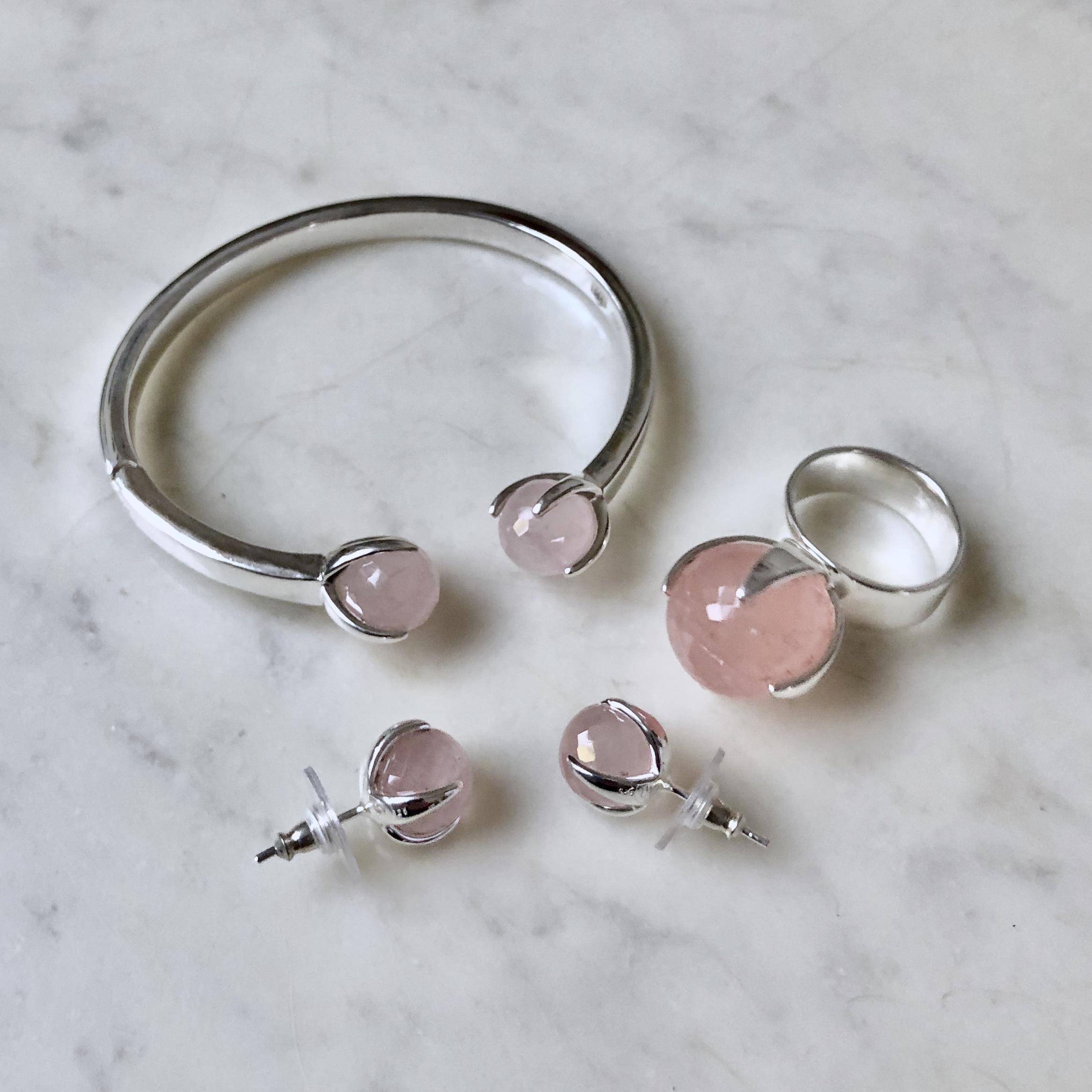 Silversmycken med rosenkvarts. Silver jewellery with rose quartz