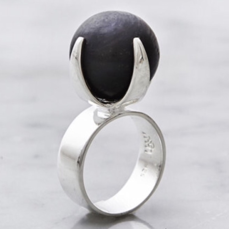 Stor silverring med stor onyx. Big silver ring with big onyx