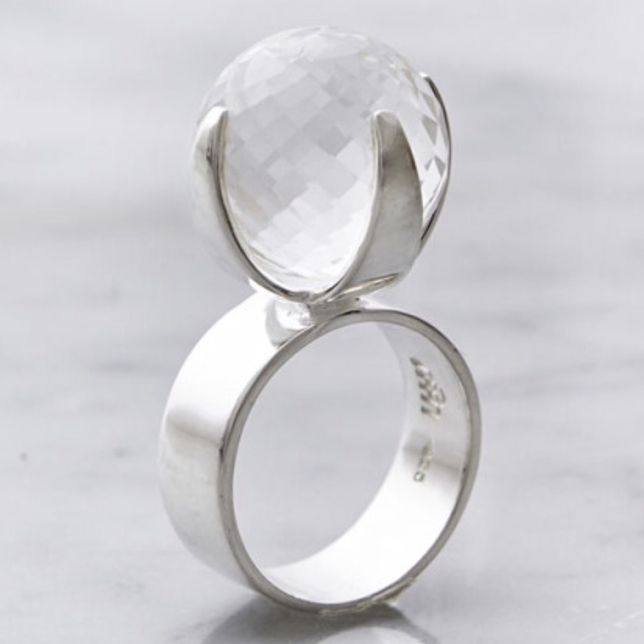 Stor silverring med stor kristallkvarts. Big silver ring with big crystal quartz