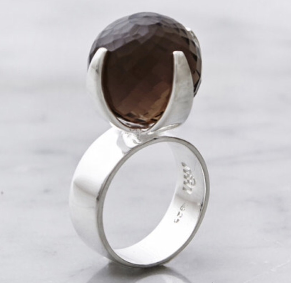 Stor silverring med stor rökkvarts. Big silver ring with big smokey quartz