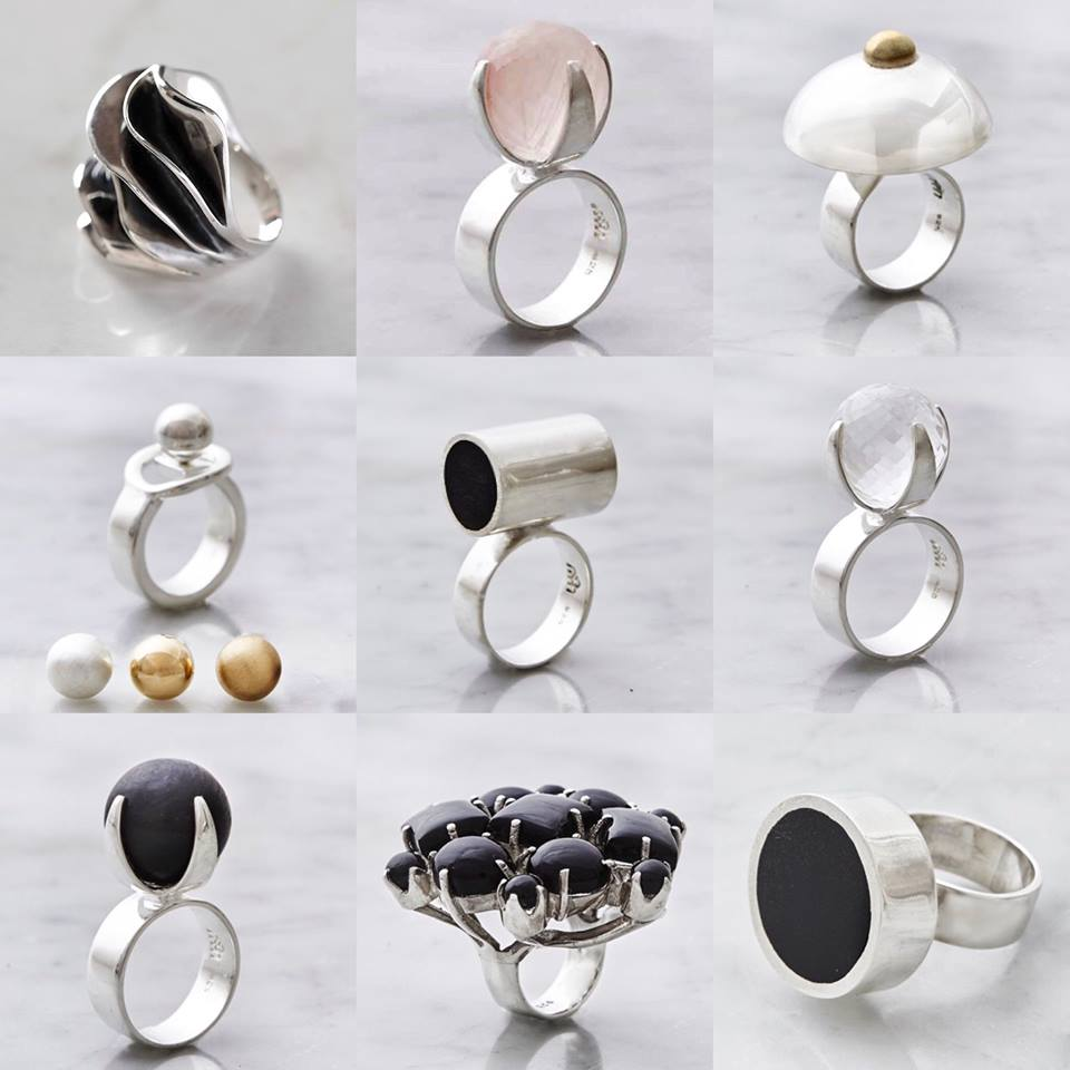 Många stora silverringar med stora stenar. Many big silver rings with various designs and big stones.