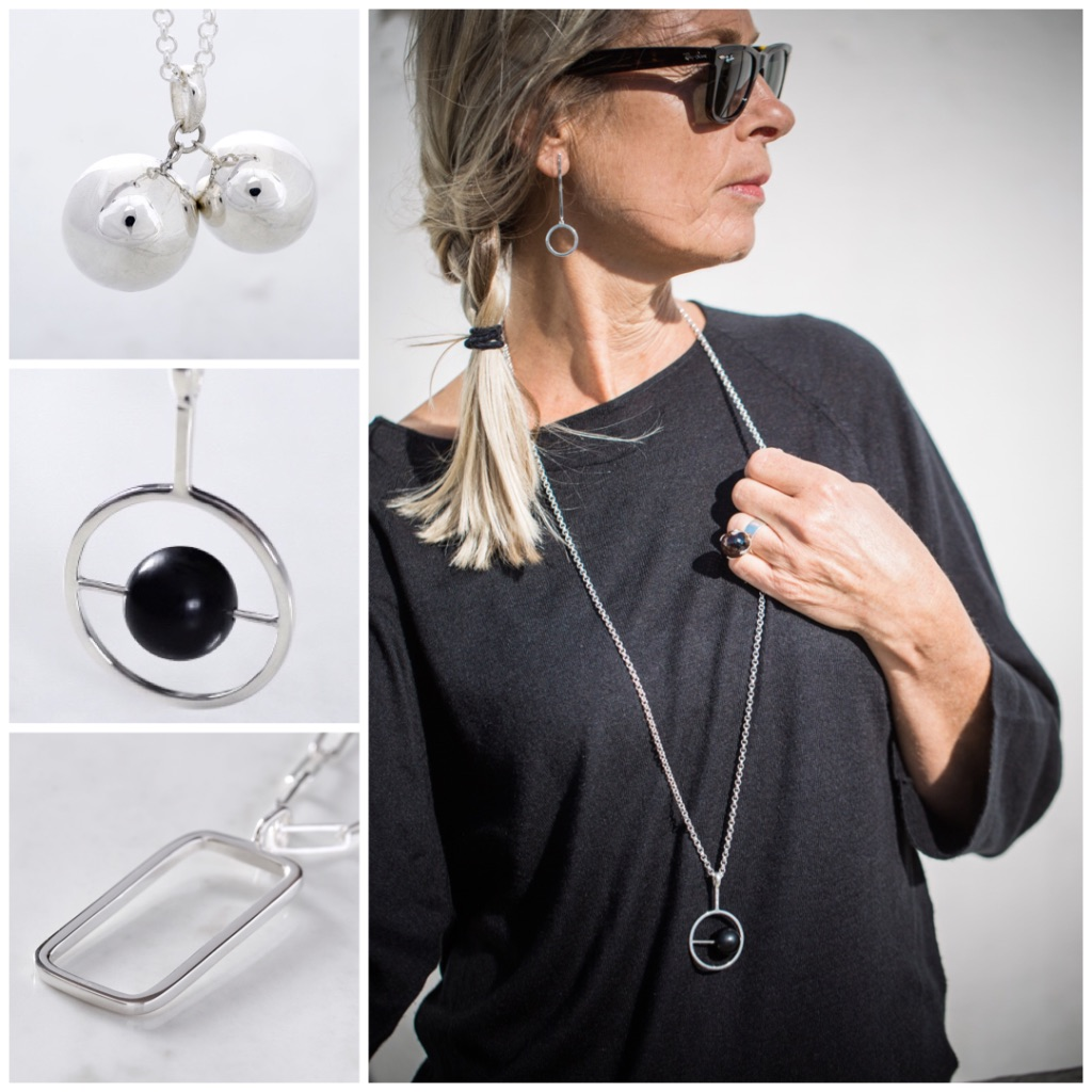 Modell med ett långt silverhalsband med svart onyx. Model with a long silver chain and a pendant with black onyx.