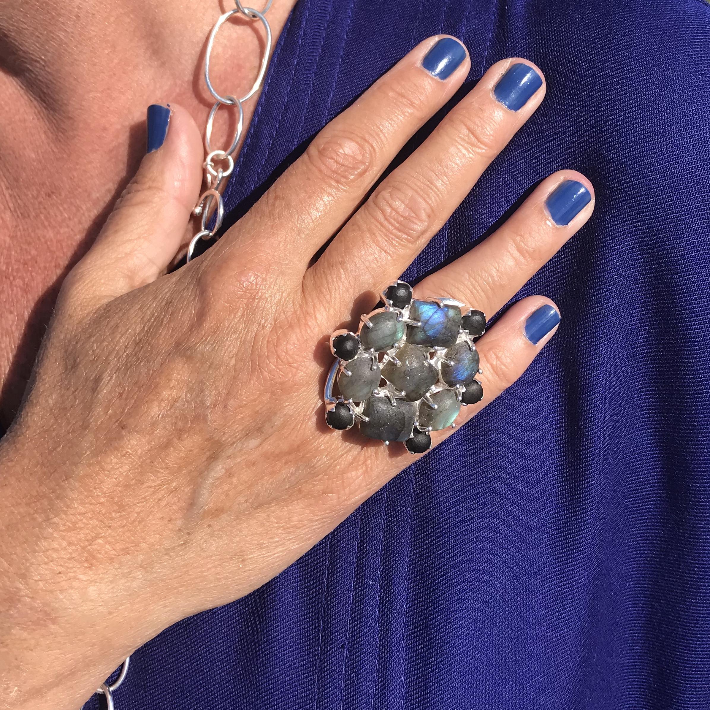 stor silverring med labradorit. stor silverring med labradorite.