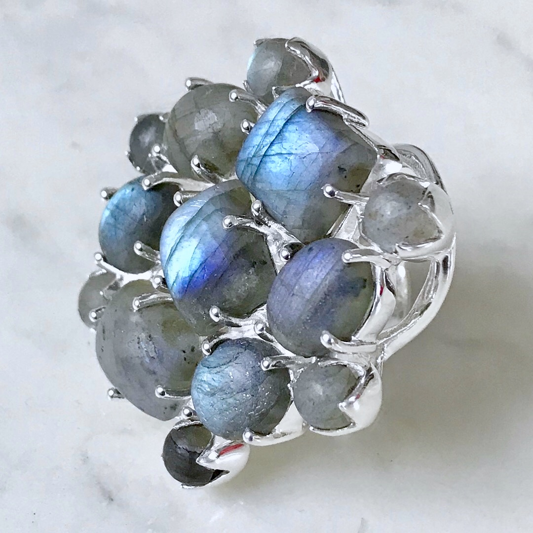 Stor silverring med labradorit. Big silver ring with labradorite
