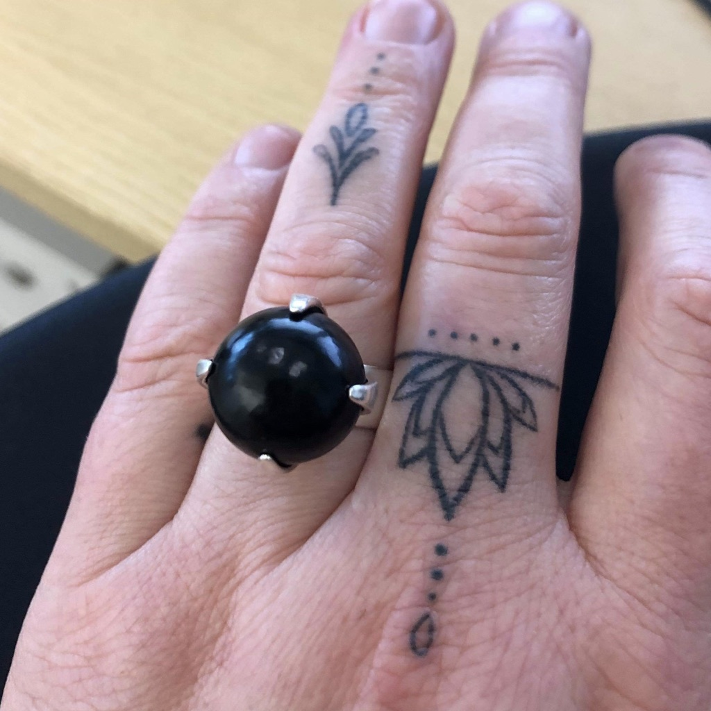 Silverring med svart onyx. Silver ring with black onyx.
