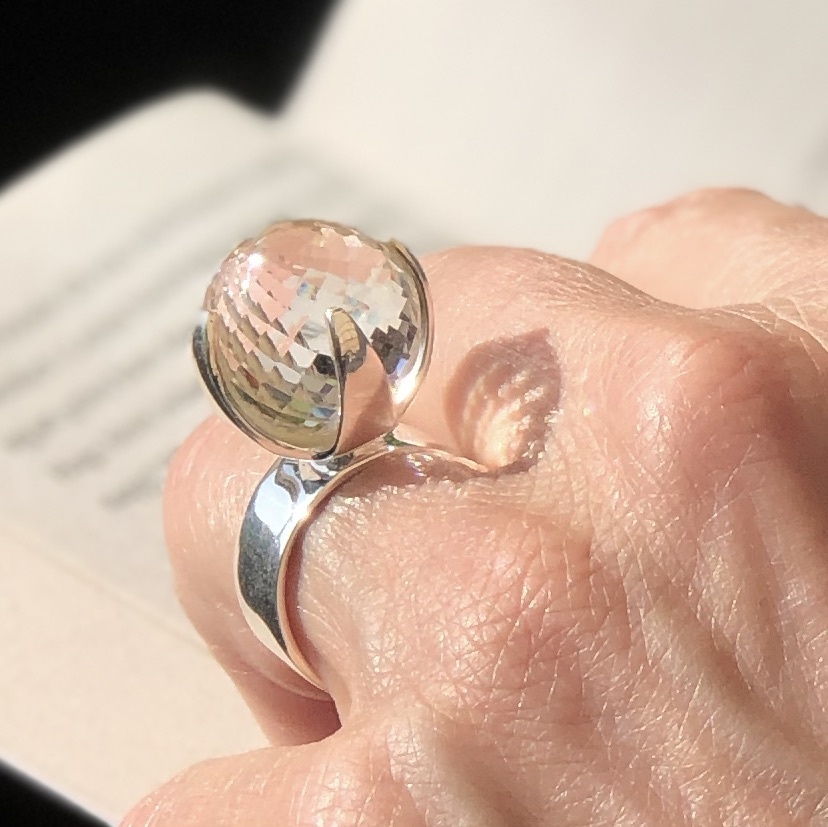 Stor Silverring med bergskristall. Big silver ring with crystal quartz.