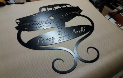 Personlig bröllopspresent med motiv av en Buick och Namn + datum.