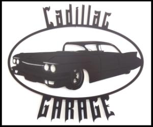 Fasadskyllt med en bil och texten Cadillac Garage