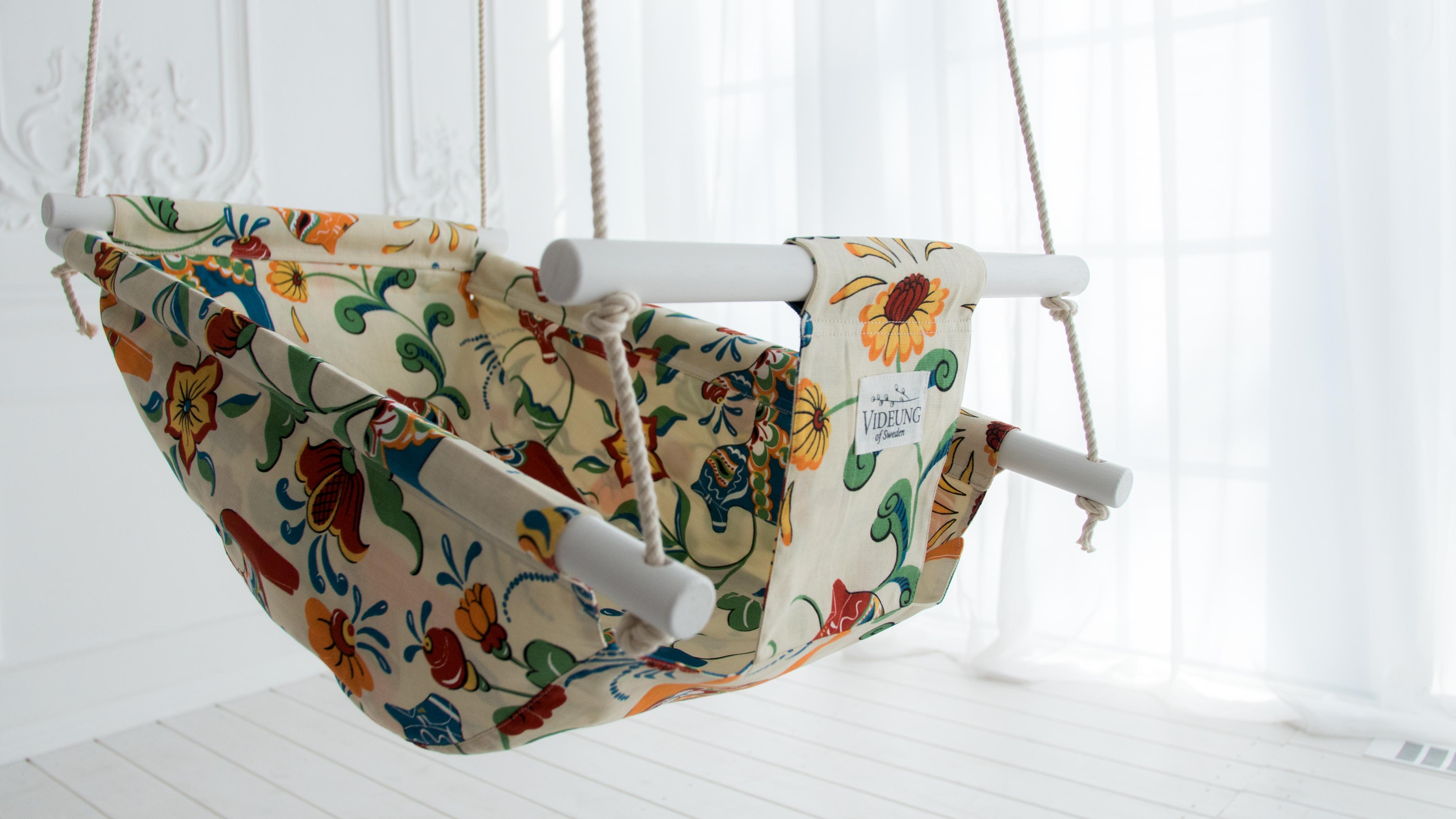 Babysitter - svensk design och skandinavisk stil med dalahästar