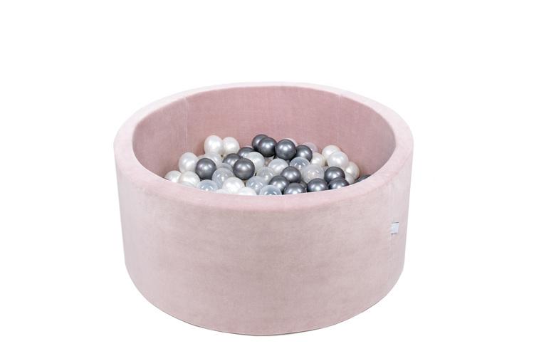 Rosa bollhav i sammet med vita och silver färgade plastbollar