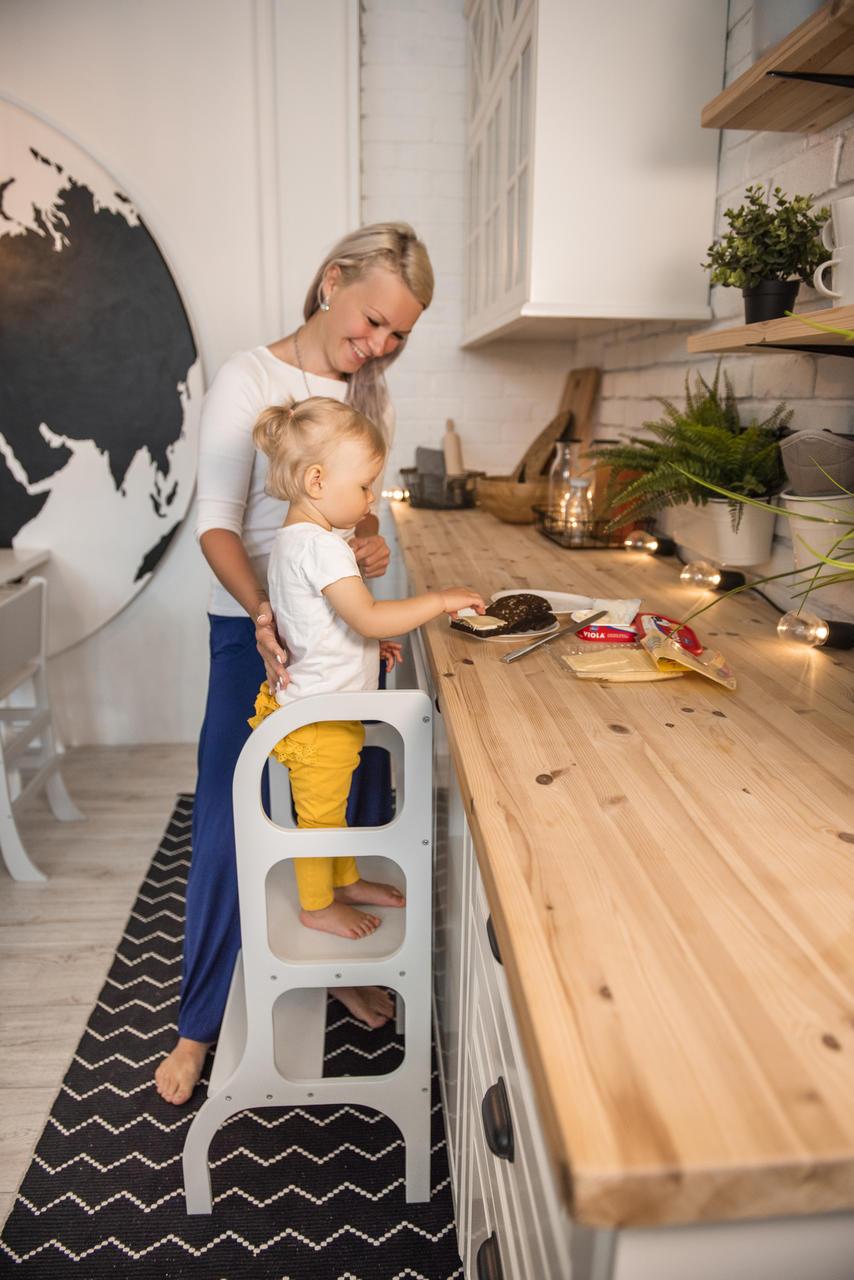 Engagera ditt barn i vardagliga sysslor med hjälp av en learning tower