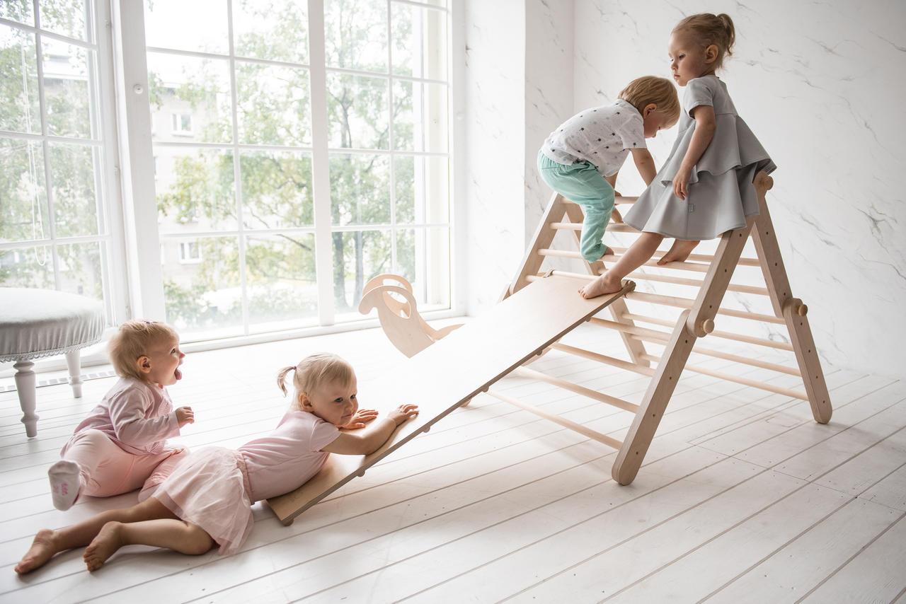 Montessoripedagogik - material - klätterställning för barn för utvecklande lekar
