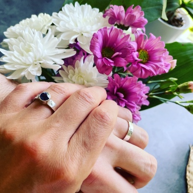förlovningsringar och vigselringar i återvunnet silver
