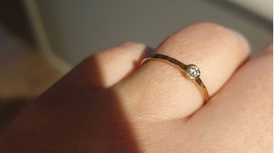 Förlovningsring återvunnet guld och återvunnen diamant från MNOP Jewelry