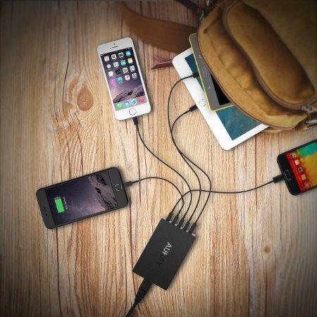 Aukey mobilladdare med 5 uttag laddar 5 telefoner och surfplattor