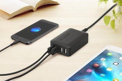 RAVPower mobilladdare laddar telefoner och surfplattor