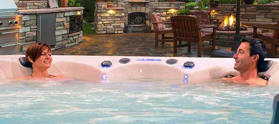Koppla av och få massage med ett swimspa
